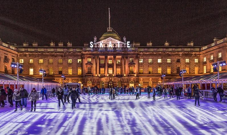 Pattinare sul ghiaccio a londra durante il natale for Somerset hotel londra